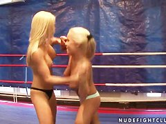 Buaty blondes Jessica Moore and Wivien fight naked